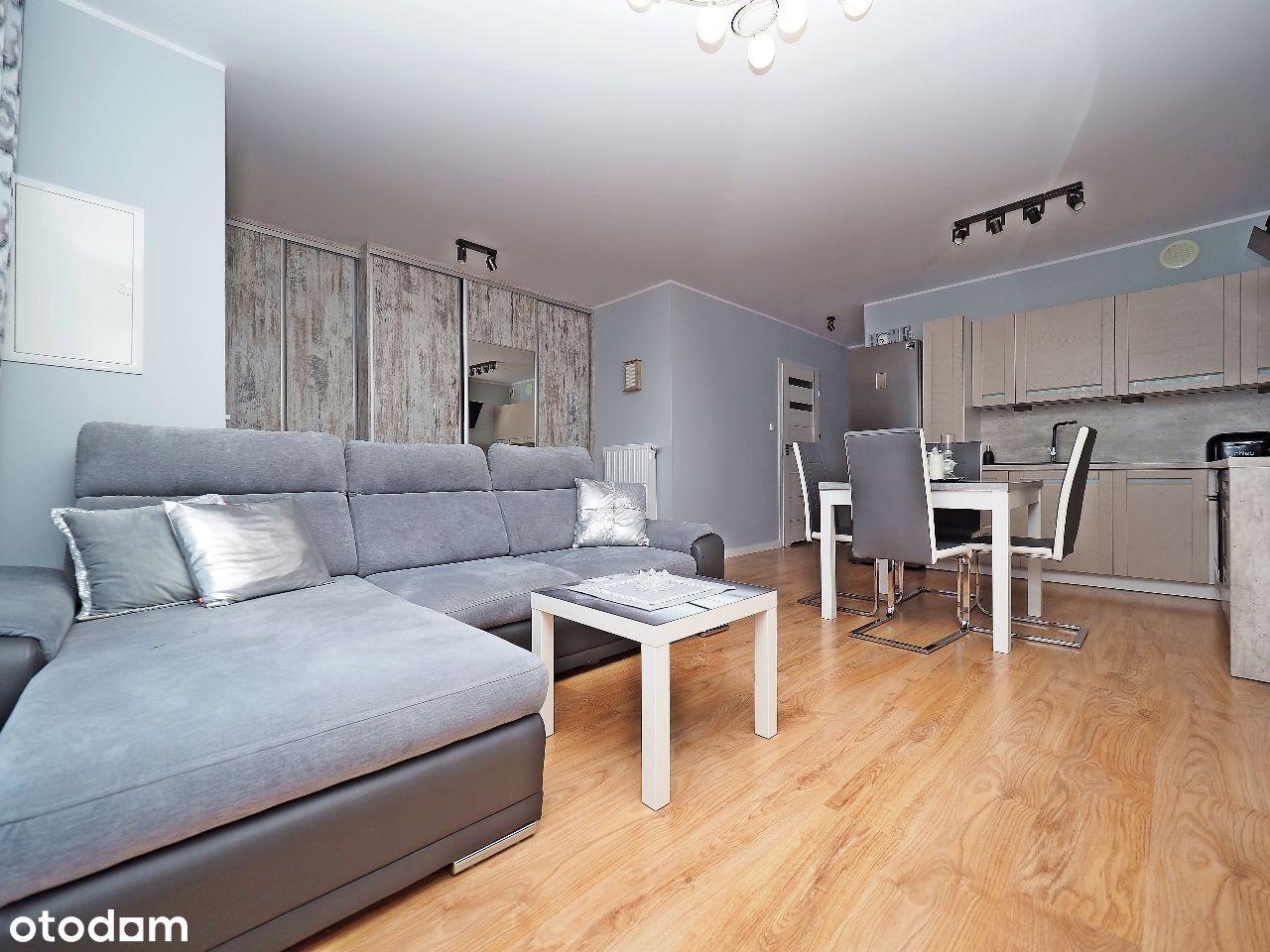 Mieszkanie z dwoma tarasami, ogródkami i garażem.