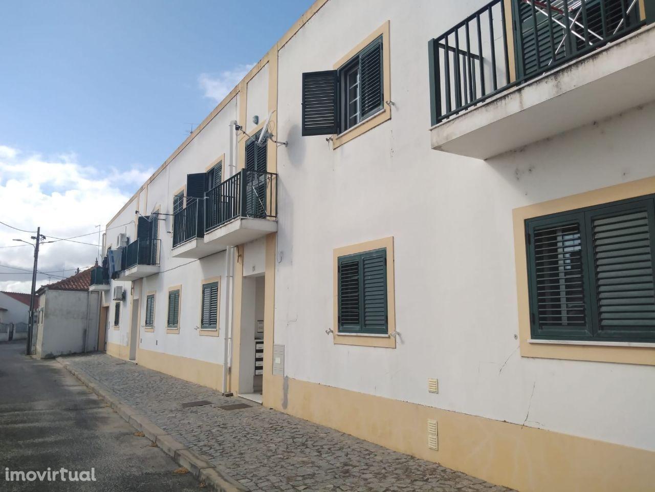 Apartamento T3 de 131 m2 c/ parqueamento 51m2 - Landeira   Aguas Moura