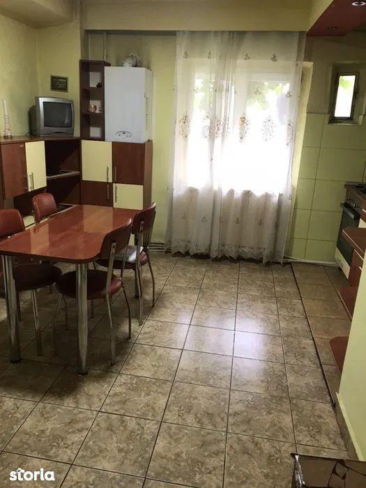 Vanzare apartament cu 4 camere in cartierul Zorilor
