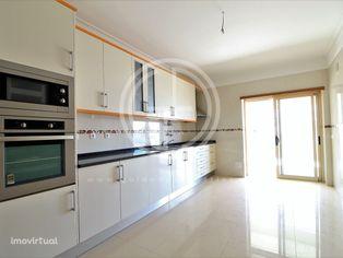 Apartamento T2 central em Ferragudo a 1km da Praia Grande