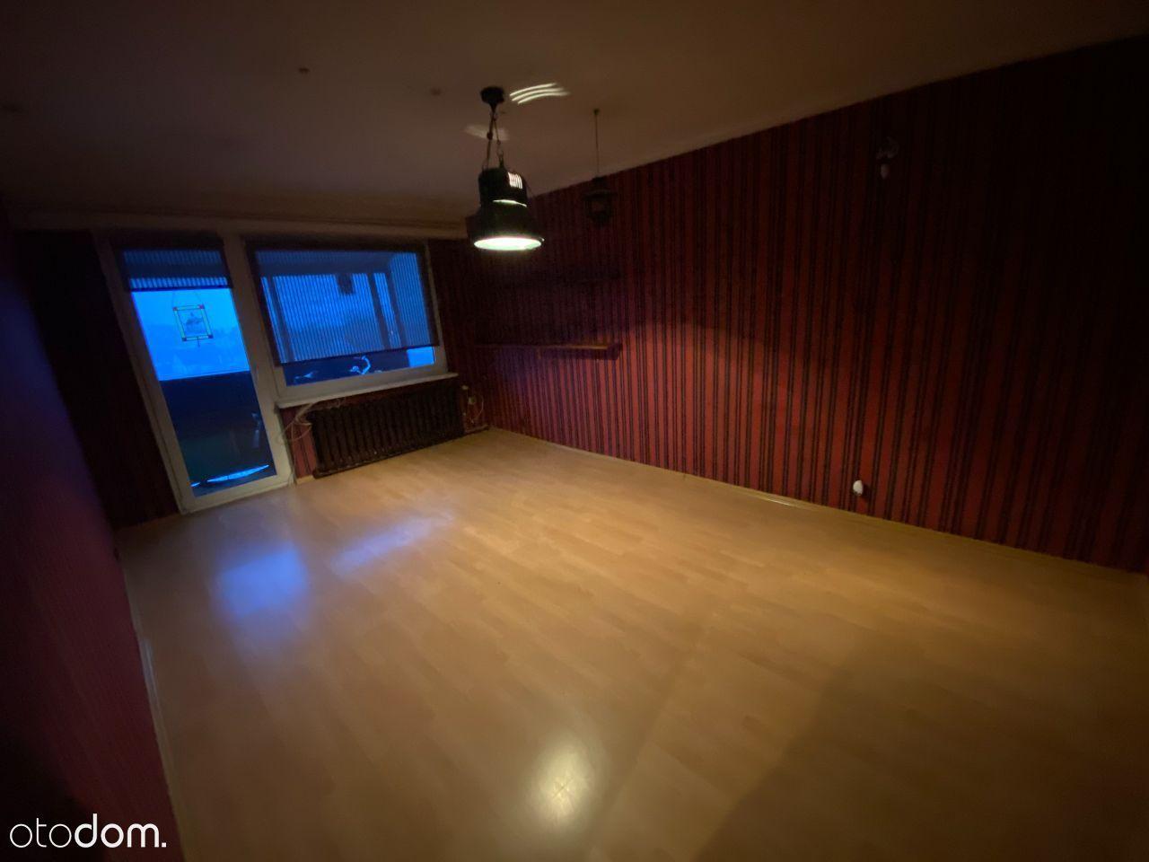 dwa pokoje w bloku z garażem