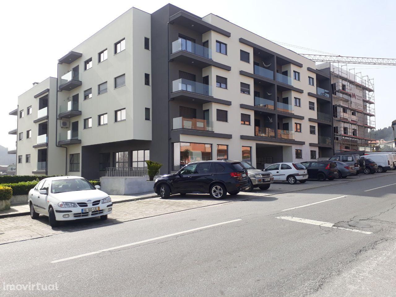 Armazém, 230 m², Vila Nova de Famalicão e Calendário