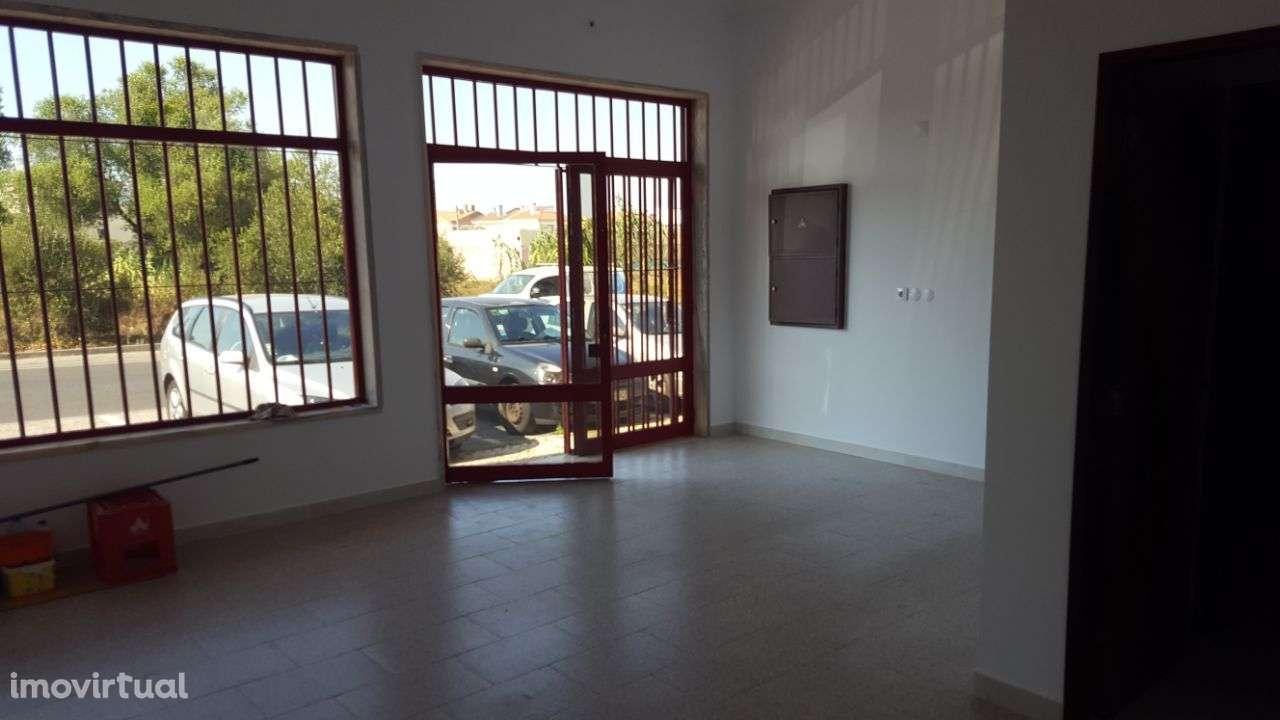 Loja para arrendar, Rua Vasco Santana - Bairro São Carlos, Algueirão-Mem Martins - Foto 3