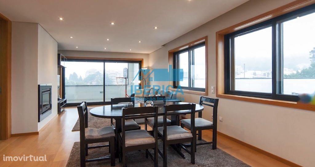 Apartamento T4 Dúplex de Luxo em Canelas