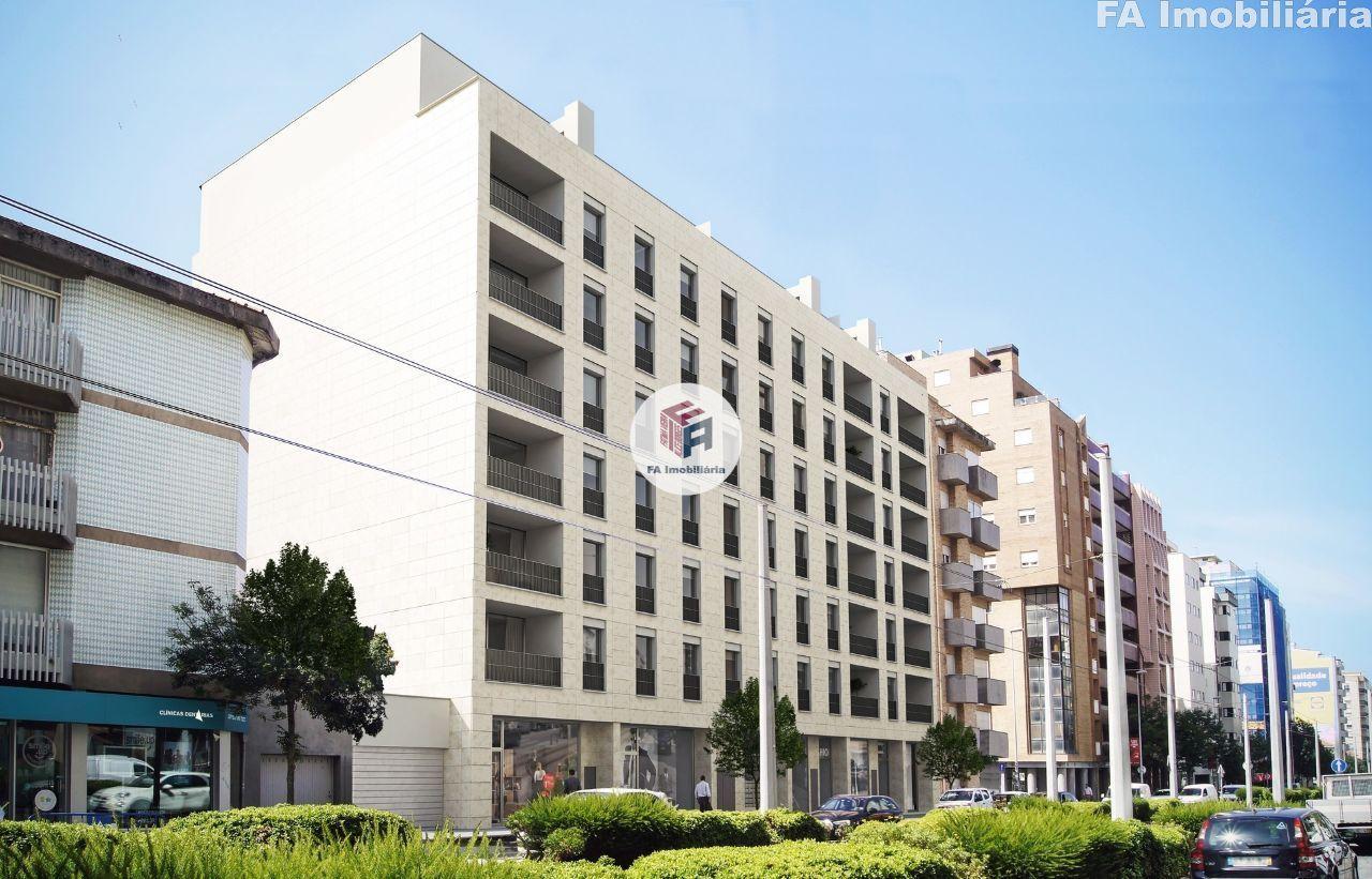 Loja 101 m2 - p/restauração - Matosinhos Sul