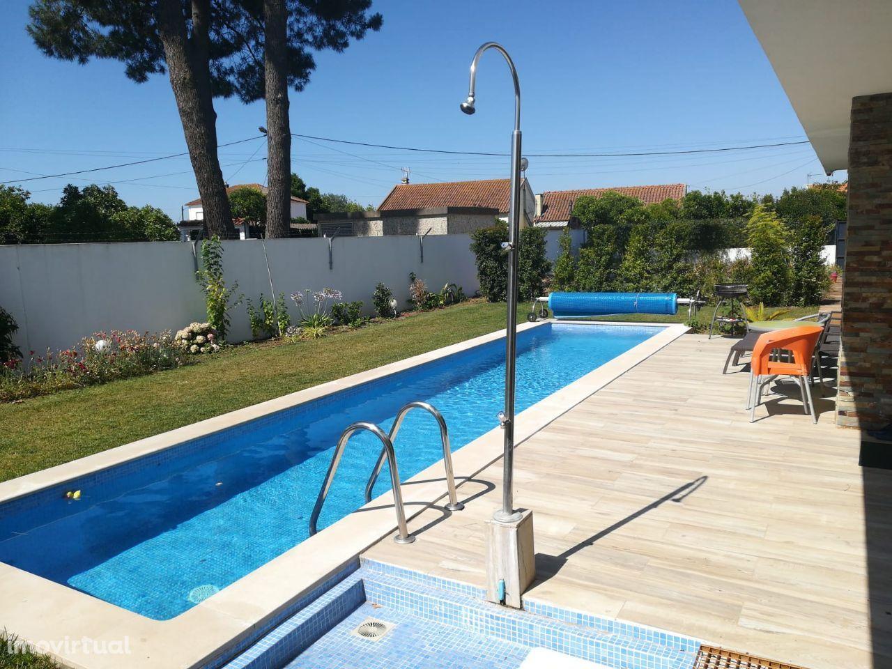 Azeitão, Moradia isolada T5 Triplex com piscina