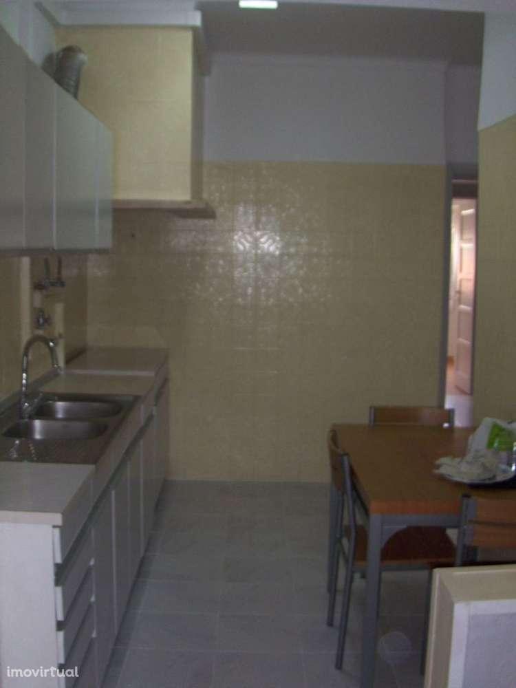Quarto para arrendar, Rua João Villaret, Laranjeiro e Feijó - Foto 8