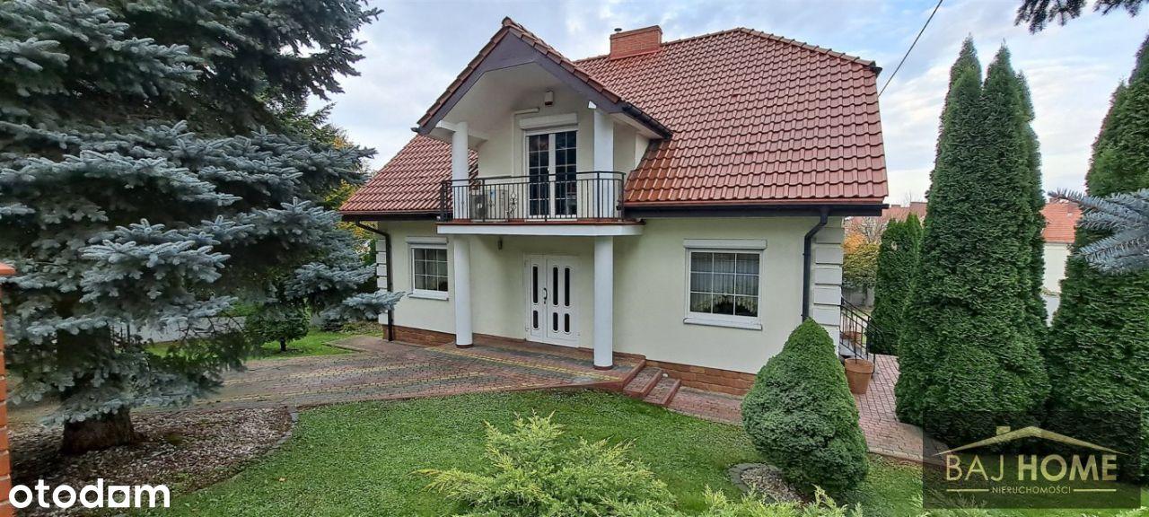 Stylowy dom w atrakcyjnej lokalizacji z ogrodem.