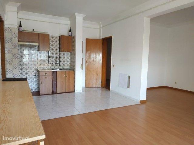 Apartamento T1 com óptima localização na Nazaré