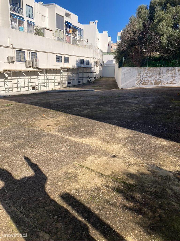 Arrenda-se terreno industrial em Loulé 850 m2