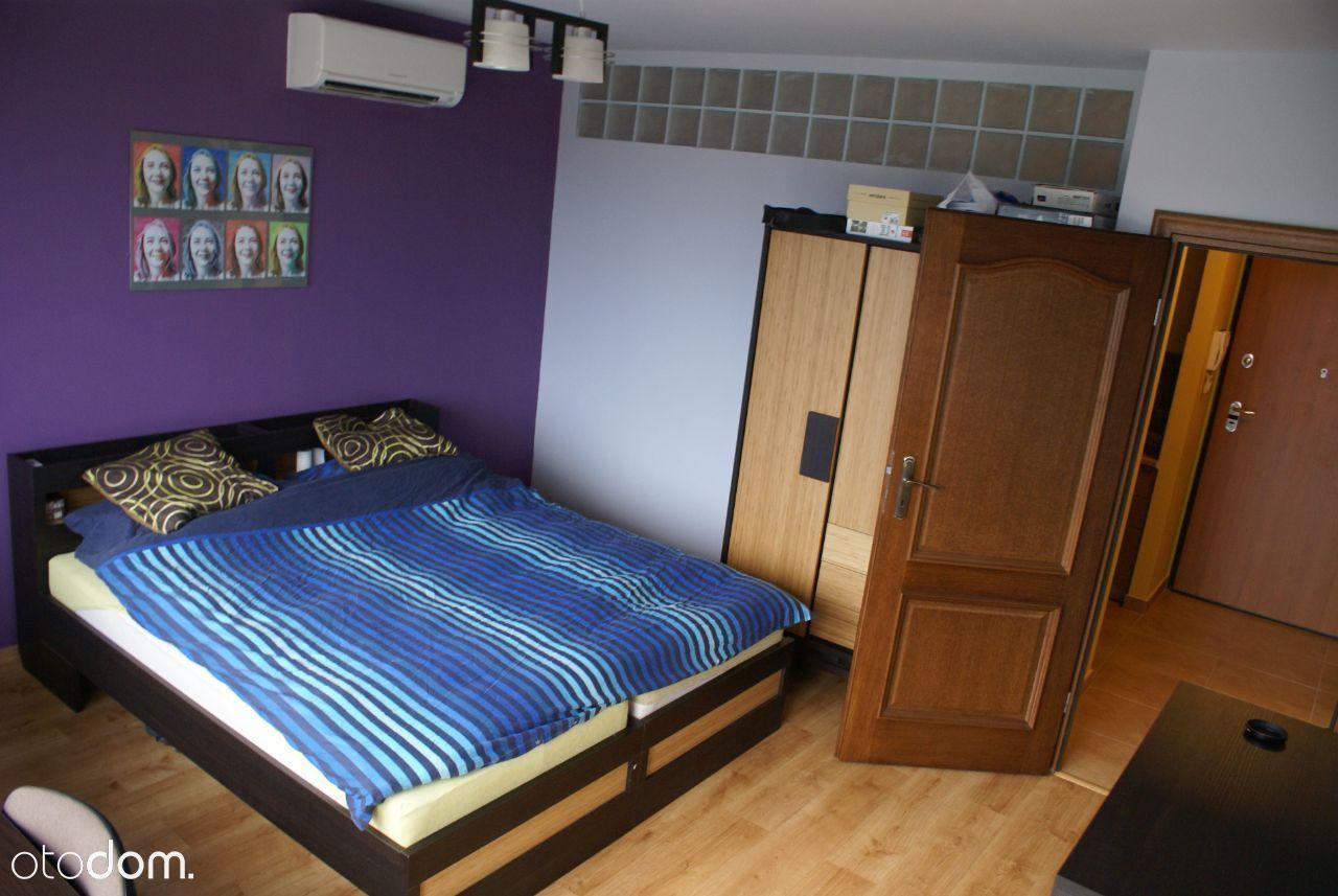 pokój dwuosobowy w nowym apartamentowcu