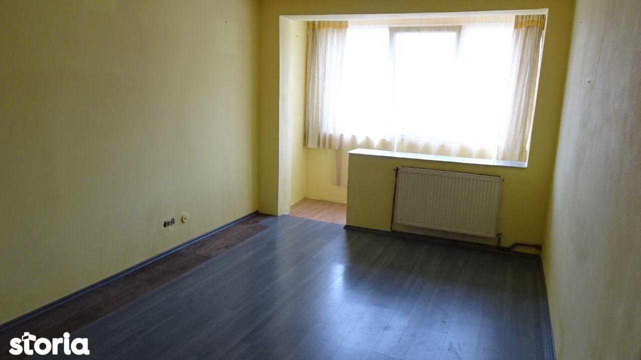 Vand apartament 3 camere dec. in Deva, zona I. Maniu, etaj intermediar