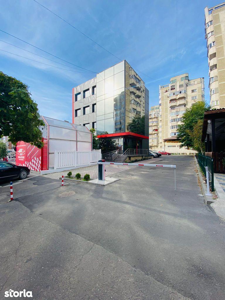 Birou comun, 23mp, eventual pt. agent imobiliar sau partener s.a.