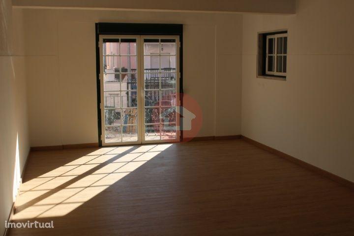 Apartamento T2 - Barcarena (Remodelado)