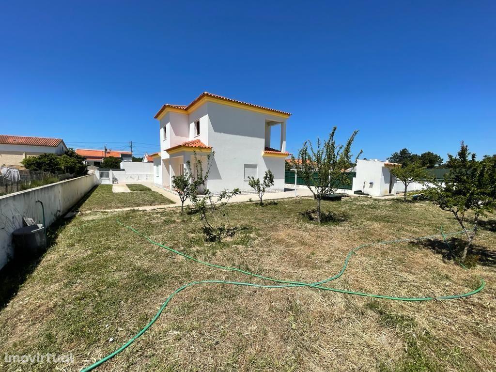 Moradia T4 Isolada com terreno de 1.136m2 a 5 Km praia Sesimbra