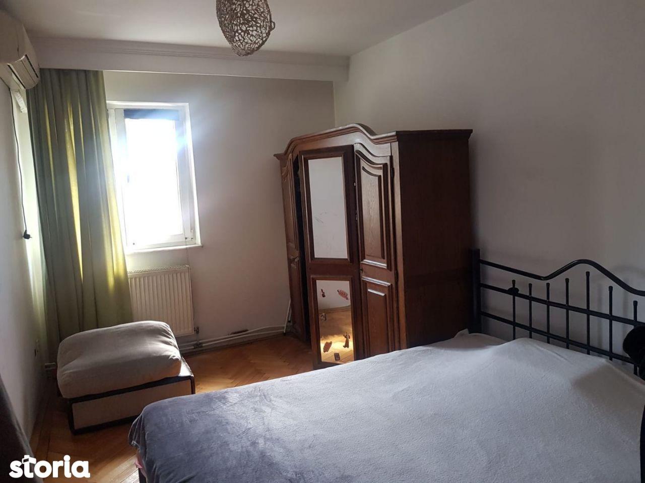 | Apartament cu 2 camere Traian | Decomandat |