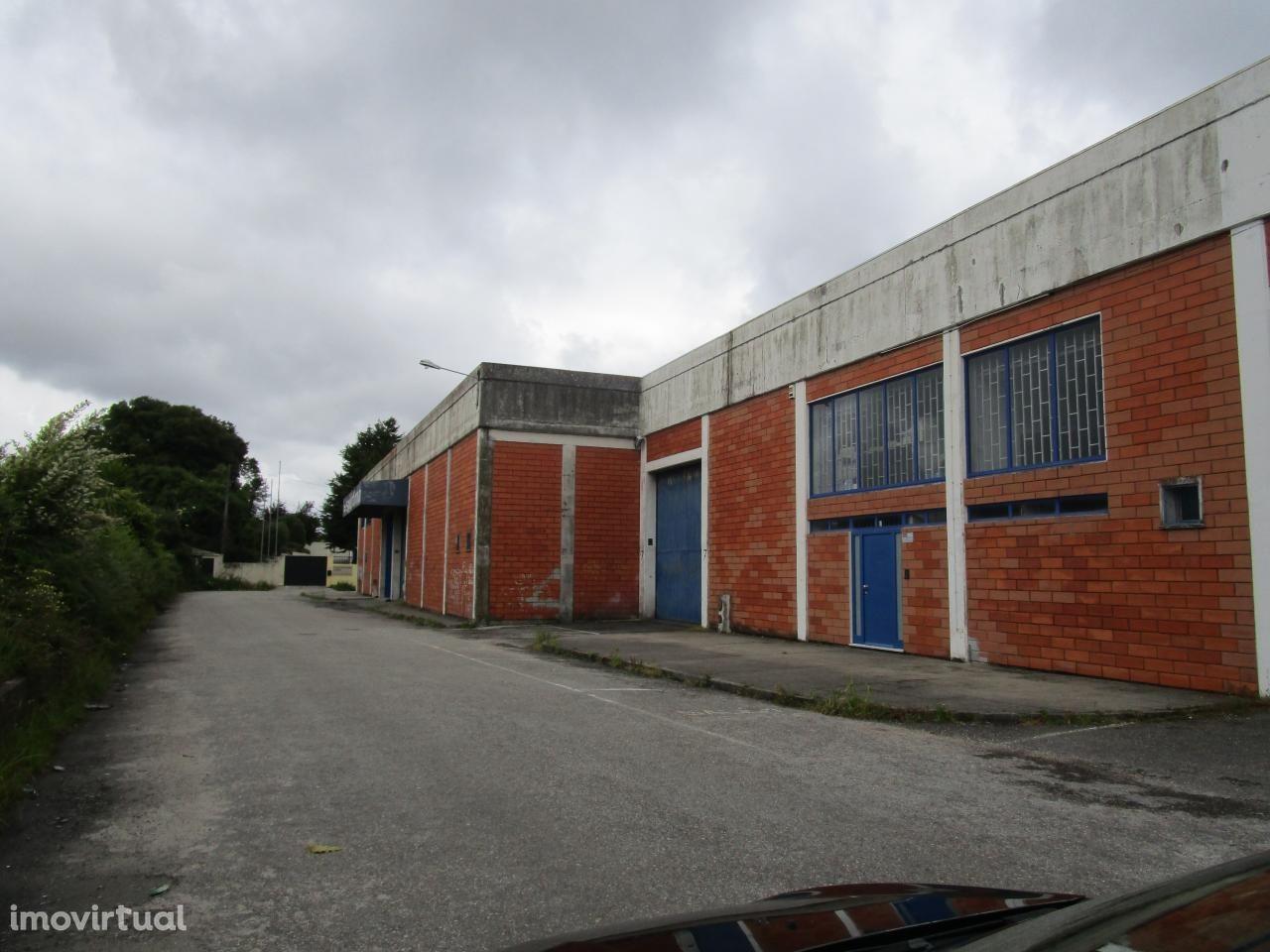 Armazém - Ao Aeroporto / Moreira da Maia