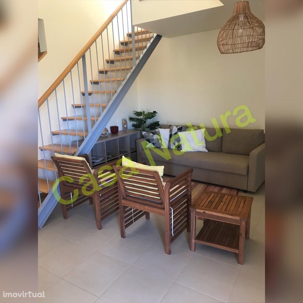 Apartamento no Burgau em condominio fechado c/ piscina, 5 min da praia