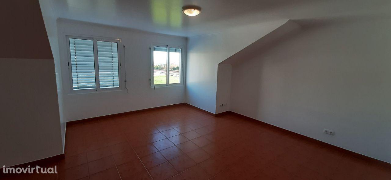 Apartamento T1 com 92 m2, remodelado em Ponta Delgada