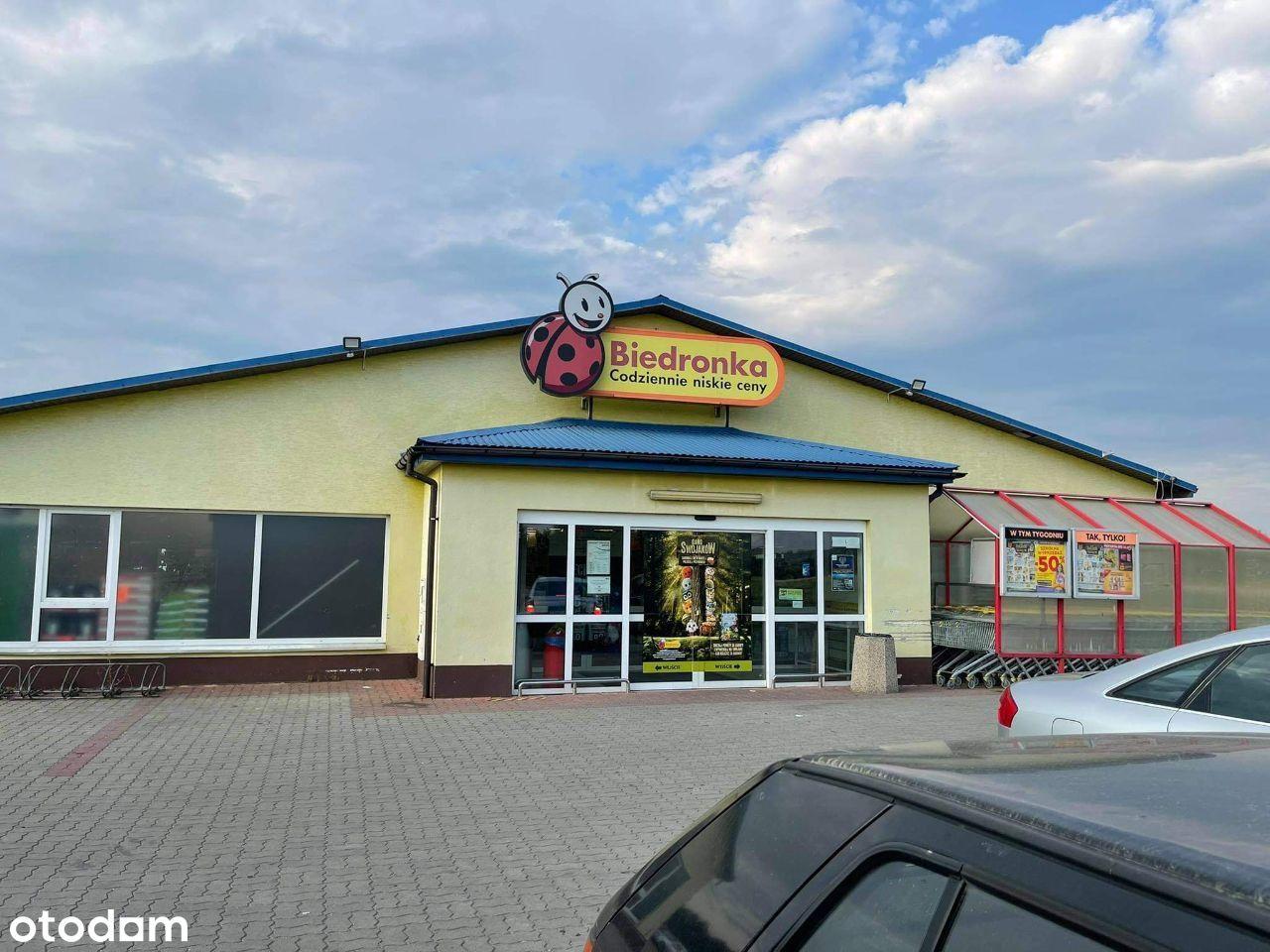 """Pawilon """"Biedronka"""" 650 m. kw, parking 3200 m.kw"""