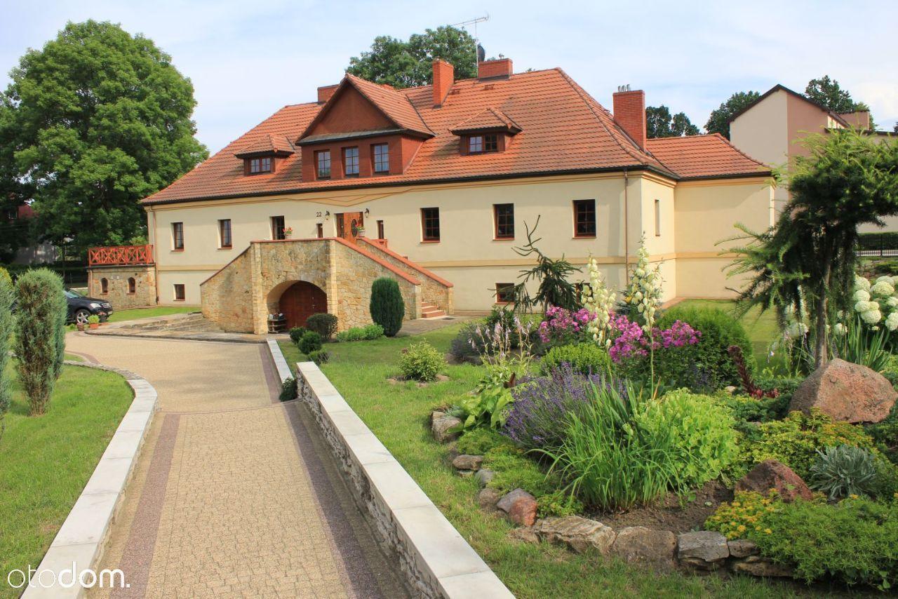 Dworek w miejscowości Fałków