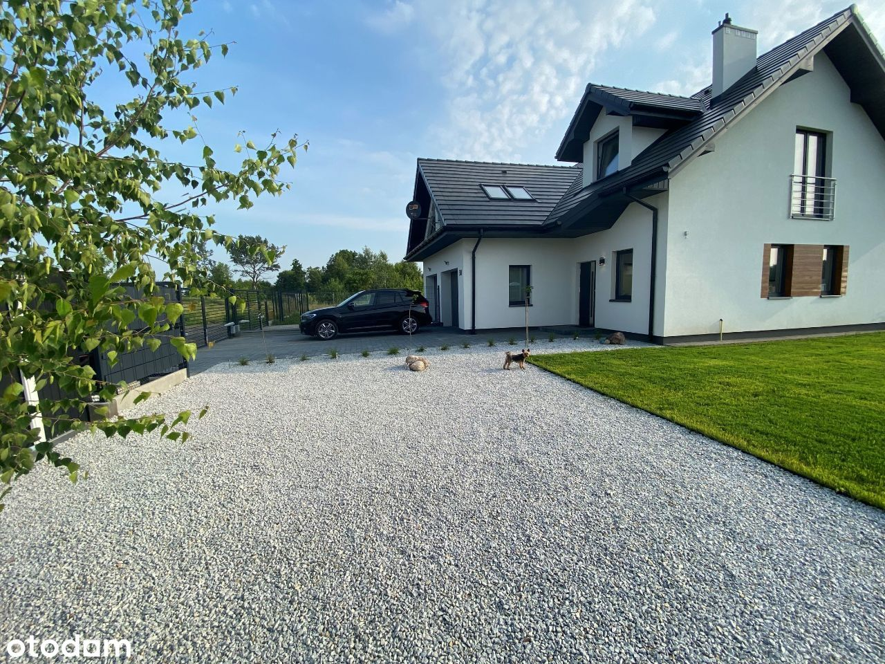 Dom z nowoczesnym ogrodem blisko Warszawy