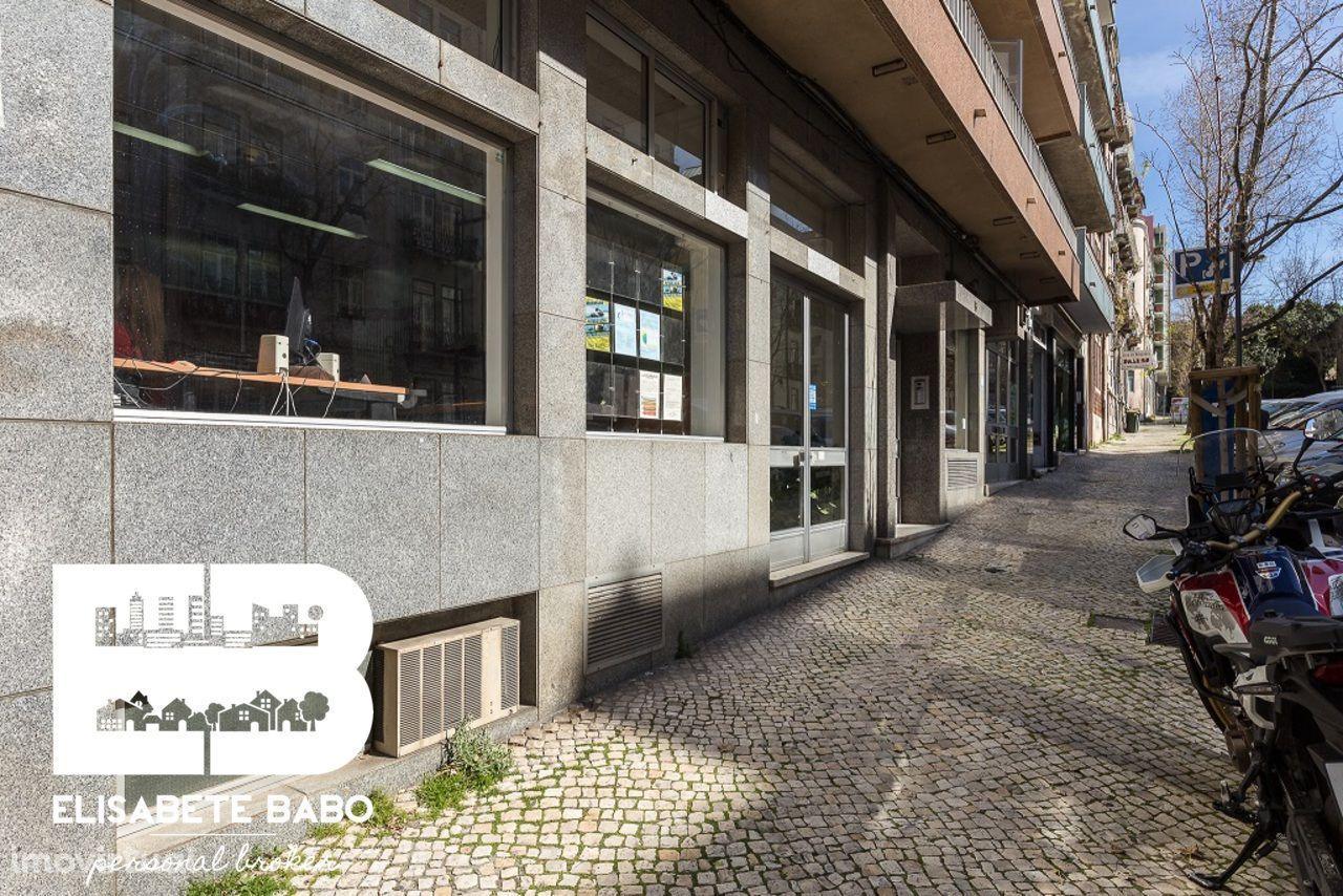 Excelente espaço comercial para escritórios/loja no centro de Lisboa .