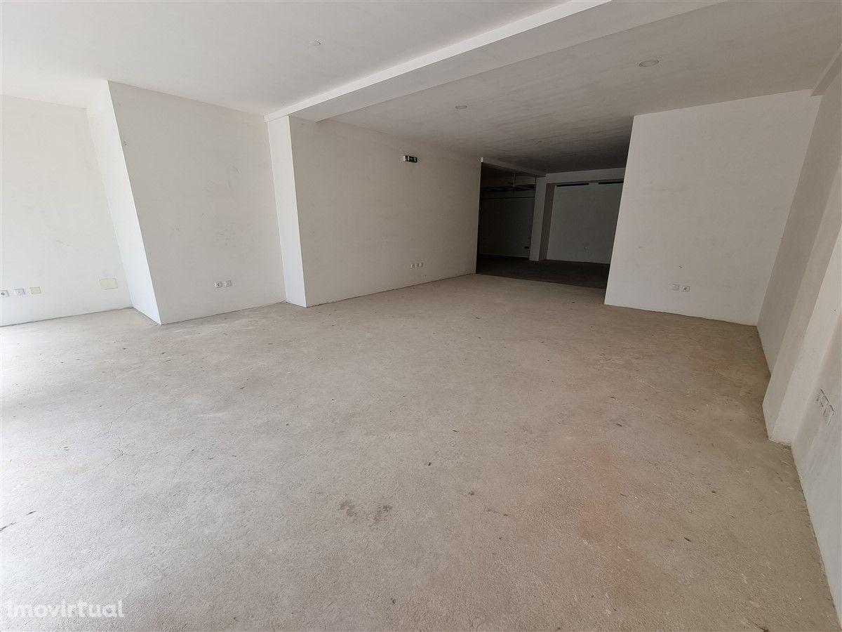Loja nova-centro-Póvoa de Varzim-Com garagem