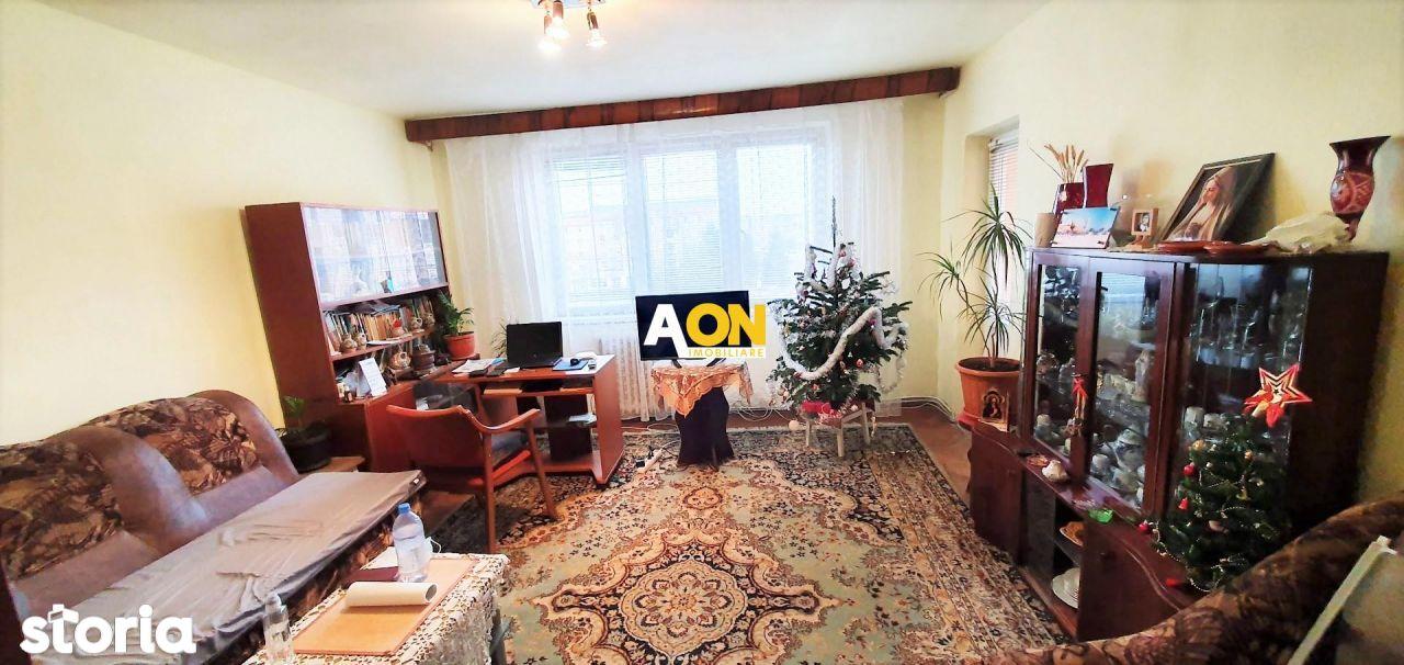 Apartament 3 camere, etaj 3, cu boxa, foste proprietati, Cetate
