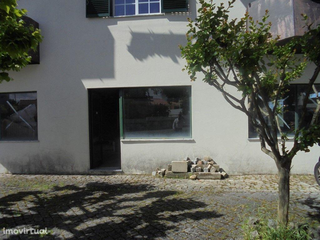 Loja em Oliveira do Hospital para acabar (V313PL)