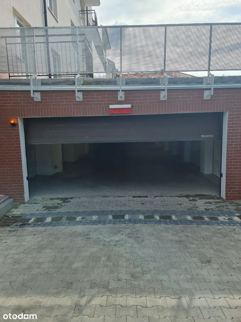 Garaż na Lodynskiej 28 w hali garażowej na wynajem