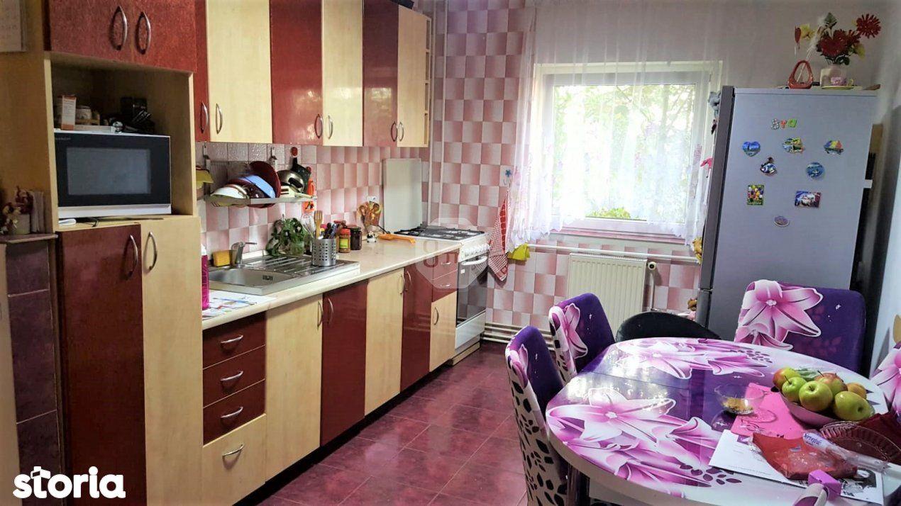 Vanzare Apartament 3 Camere, Decomandat, 67 mp, Zona Slatina!