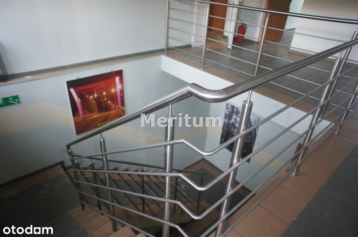 Budynek usługowy, 2 poziomy, parking 3000m2