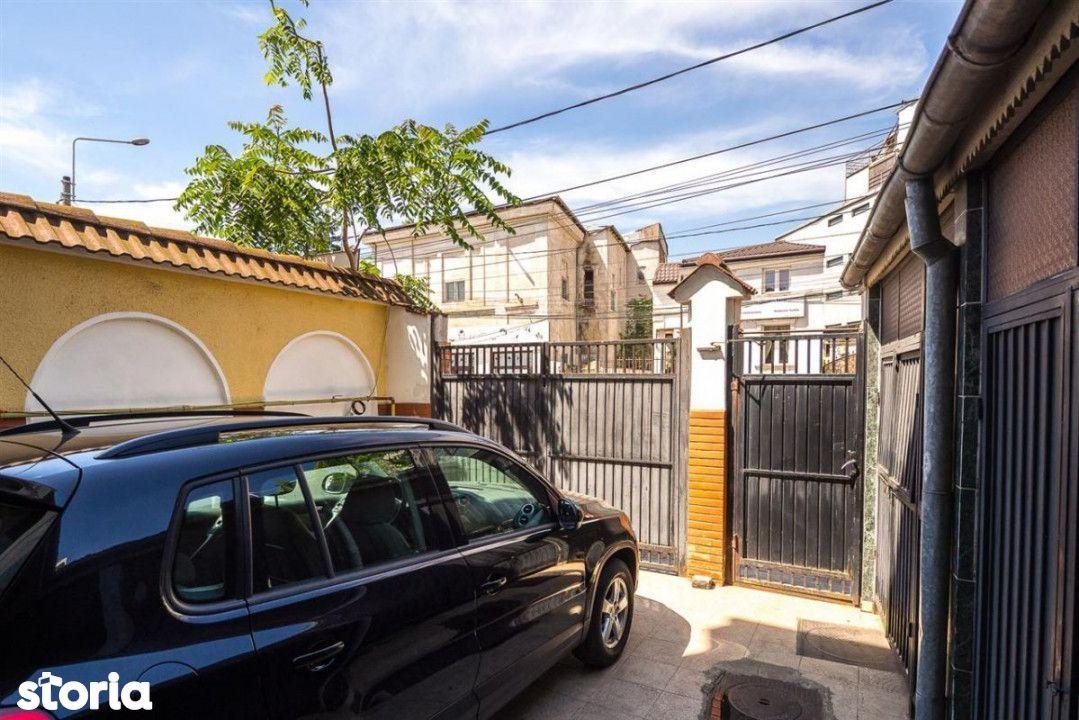 Etaj 1 și demisol, vila Calea Călărași, parcare în curte