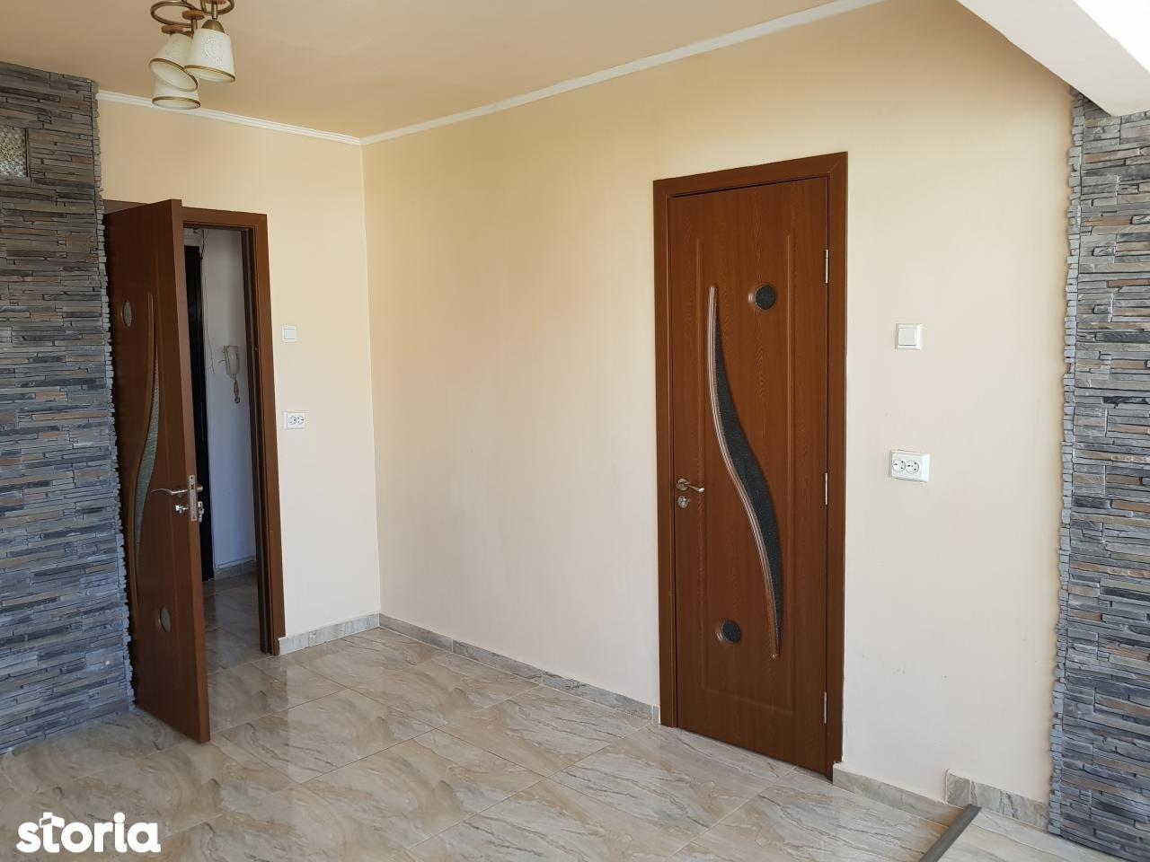 Apartament 4 camere de vanzare, str. Seleusului Oradea