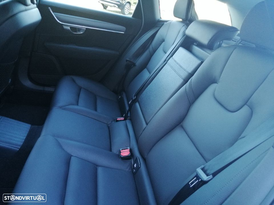 Volvo V90 2.0 T8 Momentum Plus AWD Geartronic - 19