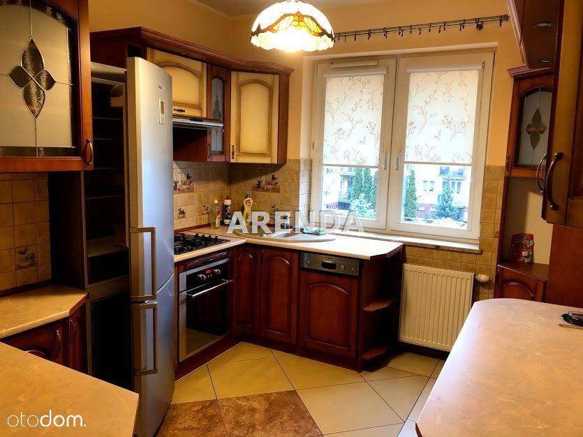 M-5 cztery pokoje, kuchnia , 2 łazienki