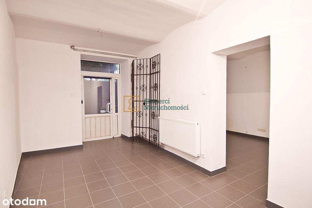 50 m2, ul. Dąbrowskiego, w przyziemiu, z reklamą