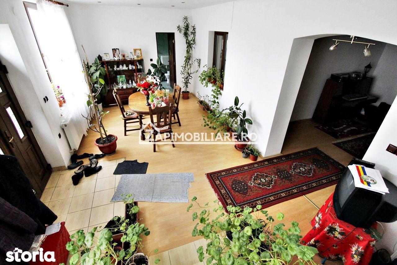 Casa 8 camere, 255mp, 454 mp teren, zona Registrul Comertului