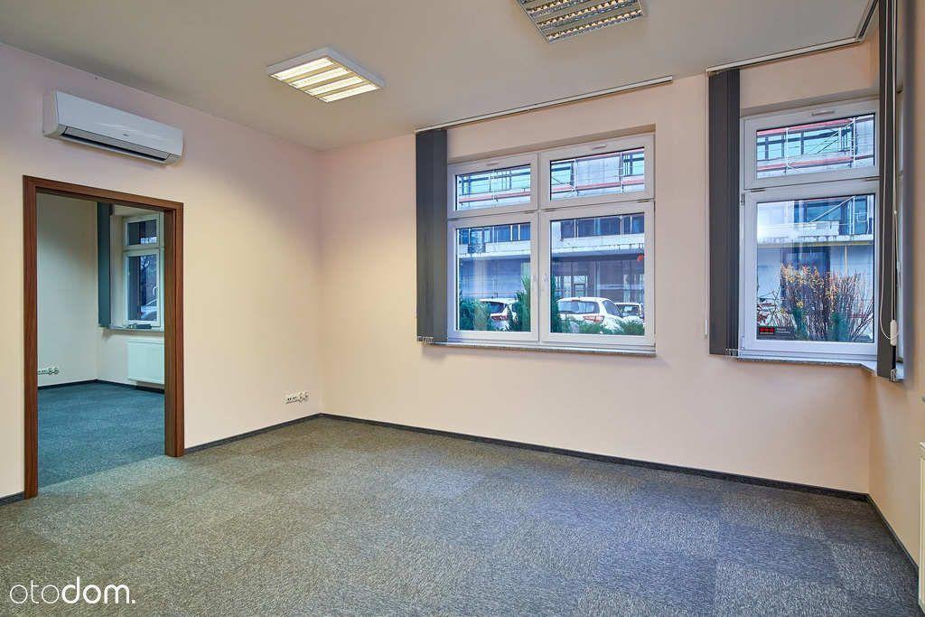 Niezależna kondygnacja biurowa z własnym wejściem