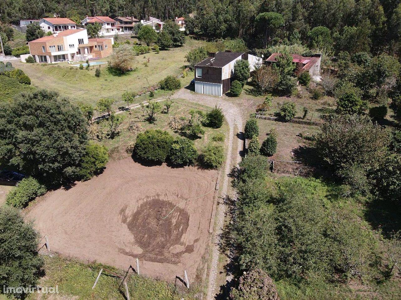 Propriedade com Casa de Cortiça em 11.000m2 terreno