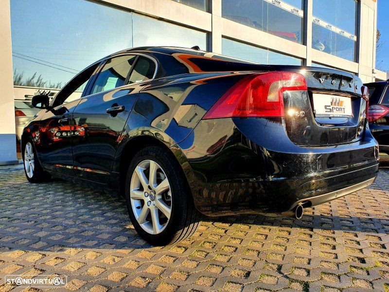Volvo S60 2.0 D2 Momentum Geartronic - 4
