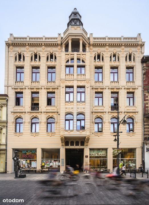 Osobna kuchnia, dwa okna połaciowe, Piotrkowska 37