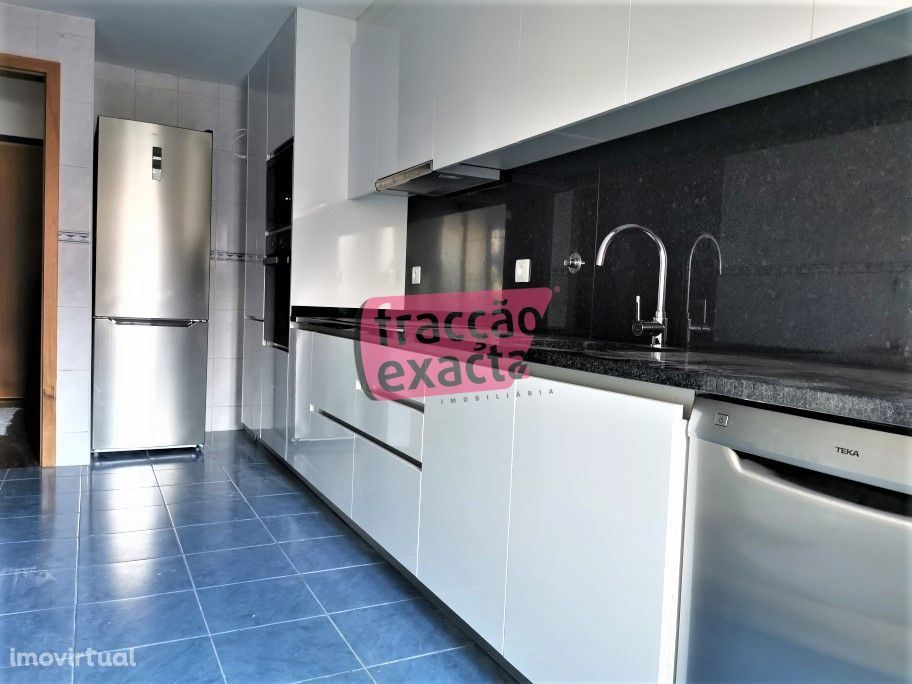 Apartamento T3 renovado no Polo Universitário
