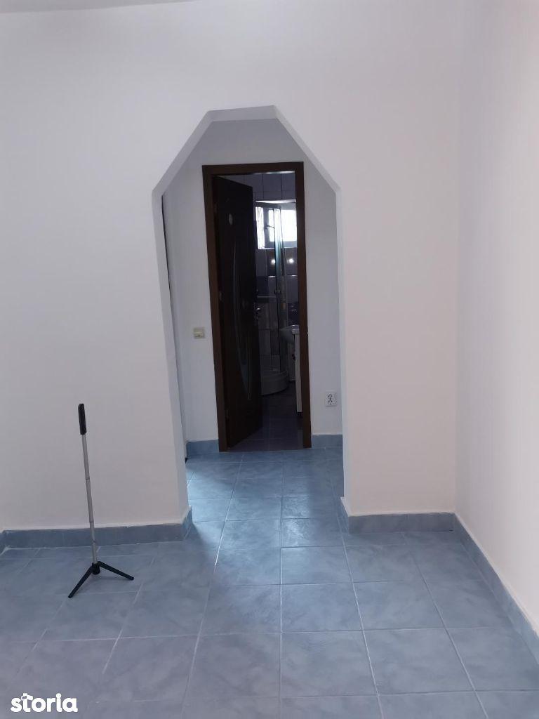 Apartament cu 2 camere decomandat - de vanzare