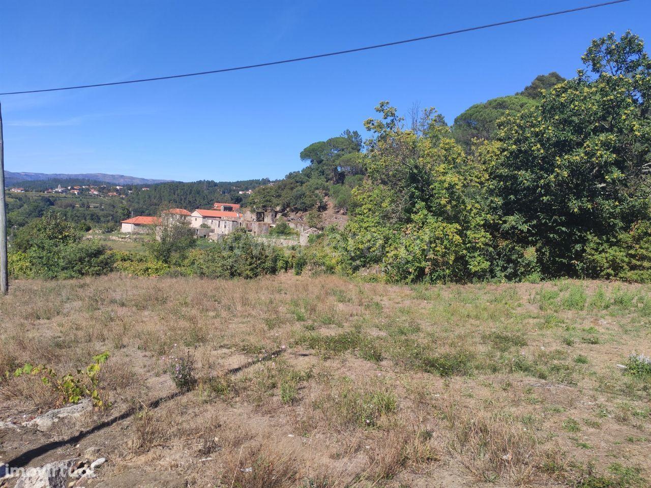 Terreno de 1.500 m2 c/ ruína para construção em Atei (Mondim de Basto)