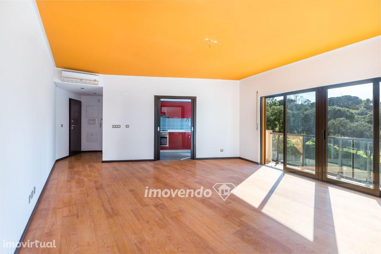 Apartamento T1, pronto a habitar, com cozinha equipada, em Corroios