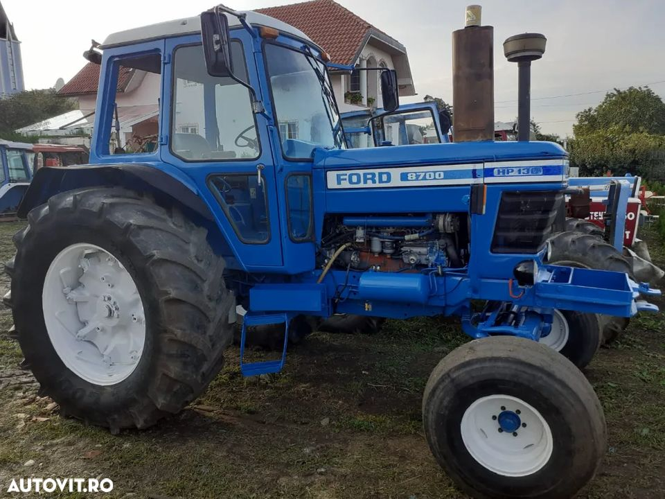 Ford 8700 - 1