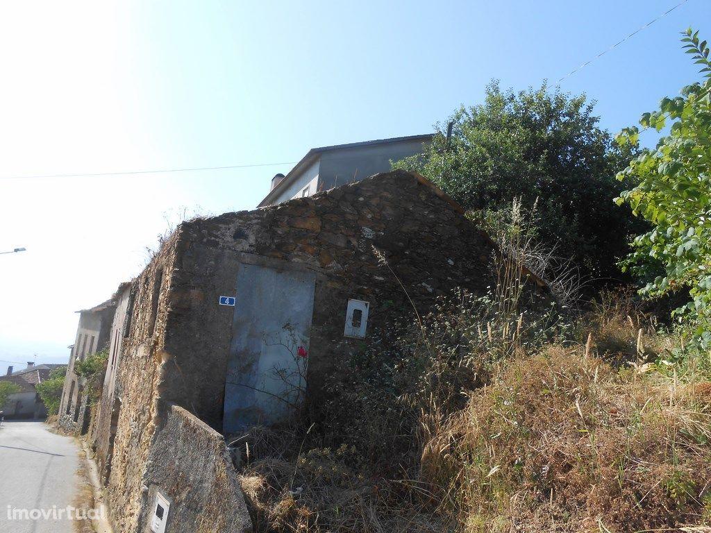 Casa em Pedra (zona de Penacova)