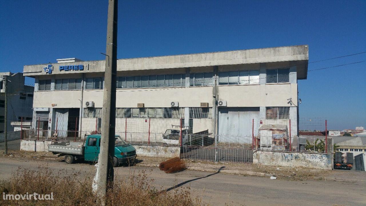 Armazém Industrial na Falagueira- Venda Nova, Amadora